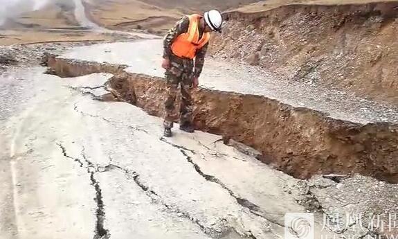 关注灾情:川藏交界出现裂缝 金沙江堰塞体下游现洪峰