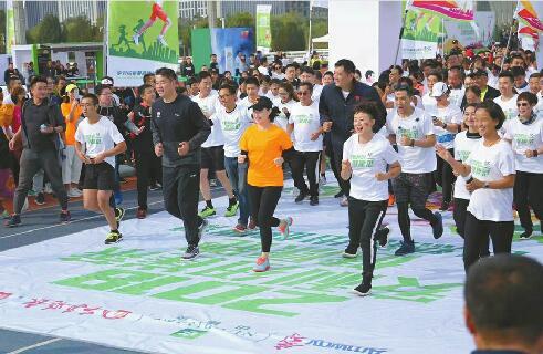 2018安利纽崔莱健康跑济南站奥体中心蓝色跑道开跑