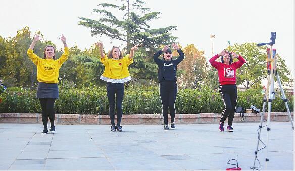 广场舞红人跳出70万粉丝 这届济南大妈还会跳很久