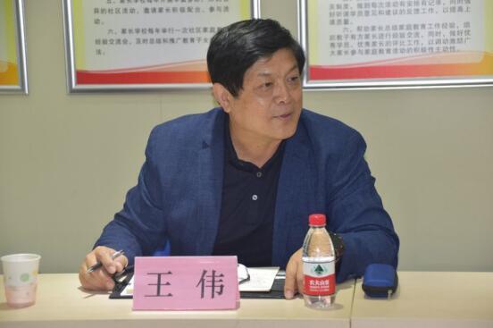 市城管执法局王伟副局长到道德街  调研无违建街道创建工作
