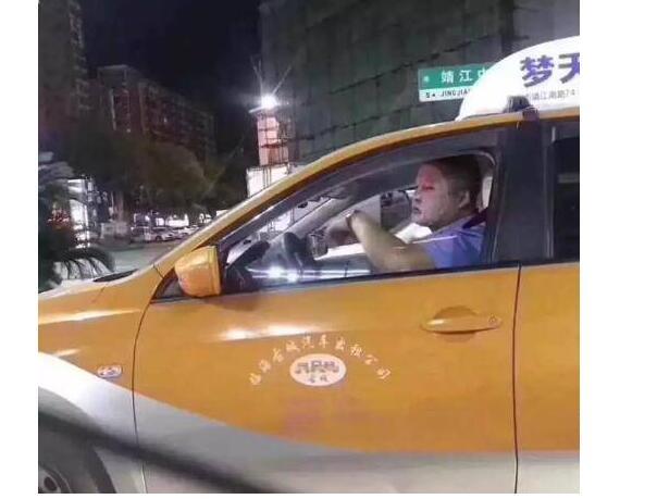 猪猪女孩甘拜下风!精致注册万和城出租车司机万和城官方网址怎么回事?糙汉子敷面膜开车火了