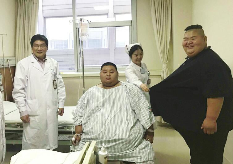 """""""山东首胖""""治疗仨月由668斤减至476斤 来济复查碰上520斤的""""第二胖"""""""