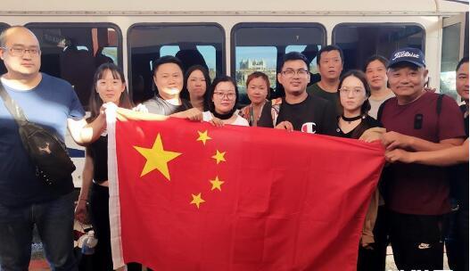 滞留塞班中国游客登机回国