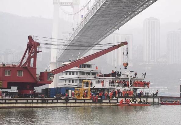 重庆坠江公交车黑匣子已打捞出水!已发现9名遇难者
