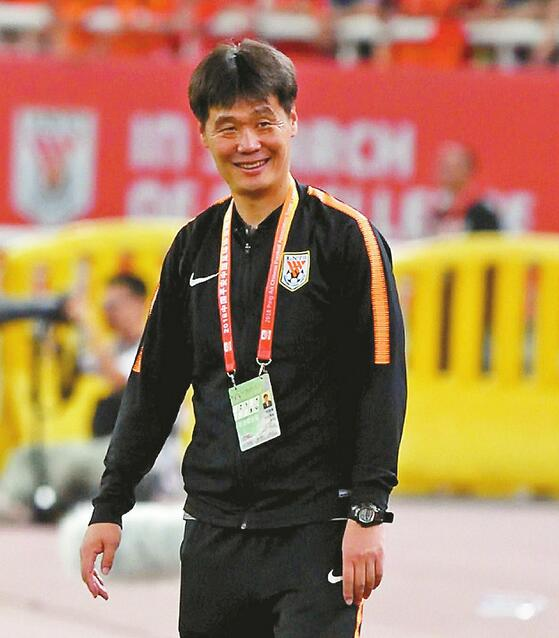 中超最佳评选鲁能两项领跑 李霄鹏领衔最佳教练王大雷角逐最佳守门员