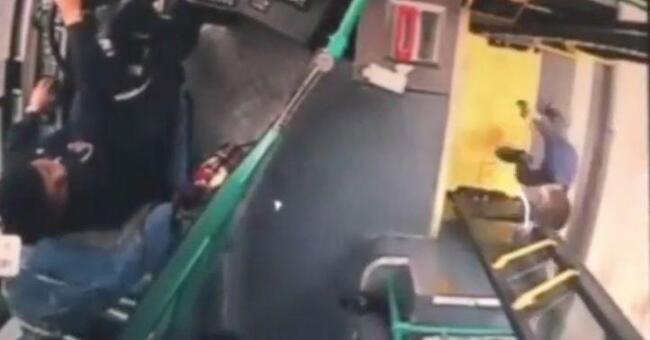 服了!5岁萌娃把老爸反锁家中 独自坐公交车去找妈妈