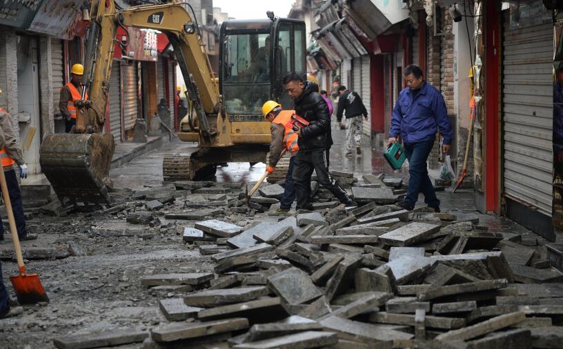 芙蓉街拆除小石板 将铺老旧大石块