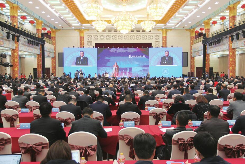 坚持改革开放 坚定发展信心 首届全国工商联主席高端峰会在济举行