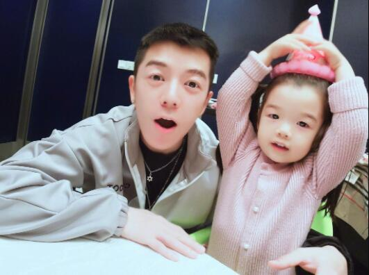 一孕傻三年?王栎鑫发文致歉 成名之路心酸!家庭是成功最大动力
