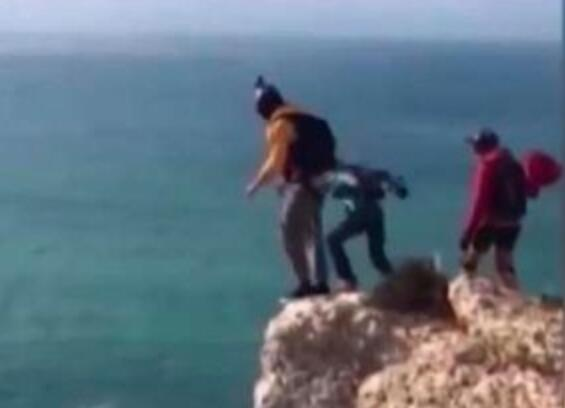 不作死就不会死!男子悬崖跳伞身亡15秒直坠95米!队友录下惨死瞬间