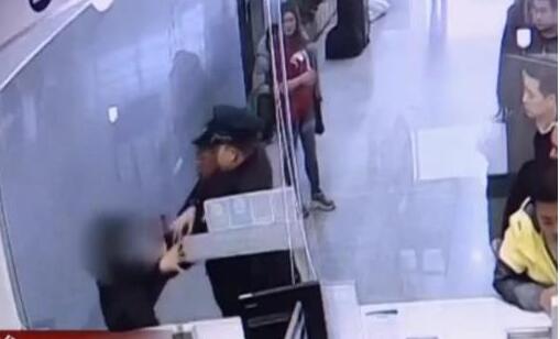 以为是自家开的?女子火车站霸窗 因30块钱胡搅蛮缠30分钟还袭警