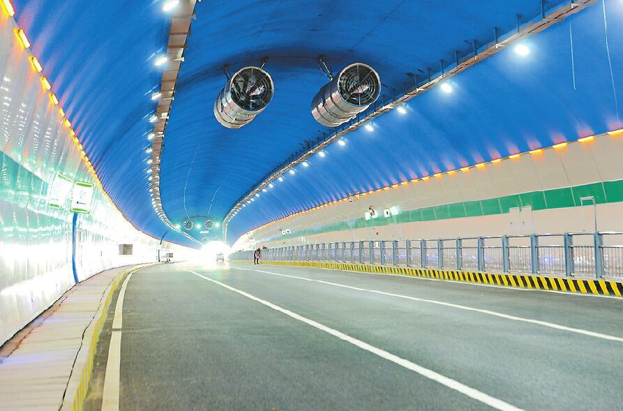 双向6车道的凤凰路隧道月底通车