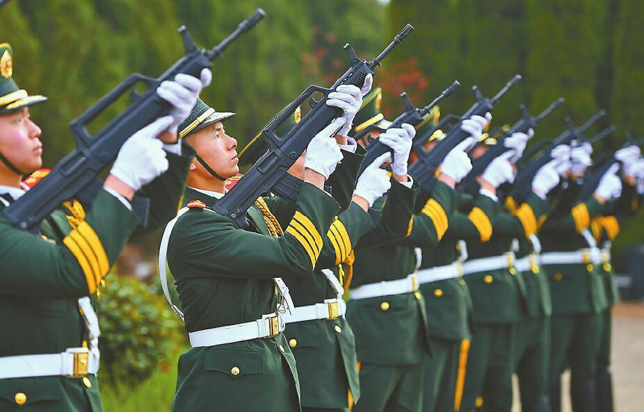 千人为烈士王成龙送行 5岁弟弟:哥哥去了很远的地方