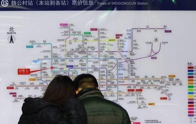 原因曝光!北京地铁4号线延误20分 乘客抢上抢下致车门无法关闭