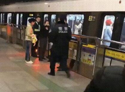 一刹那丧命真相惊了!上海地铁乘客身亡怎么回事?原因详情曝光!