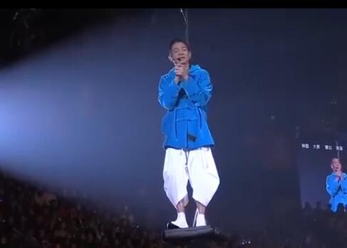 揪心泪目!刘德华确诊流感损失惨重 20场演唱会还剩7场被迫取消