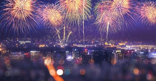 悉尼跨年庆典烟花装船仪式举行8.5吨烟花装船