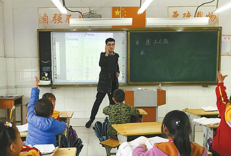 """大山里的坚守后继有人 山村教学点首次迎来""""90后""""教师"""