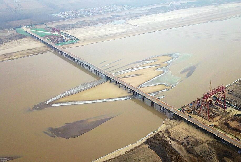 齐鲁黄河大桥施工栈桥搭建贯通 预计在2021年6月通车