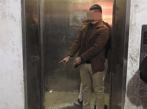 女孩电梯里遭猥亵 嫌疑男子就住同一小区 女孩父母为何不报警