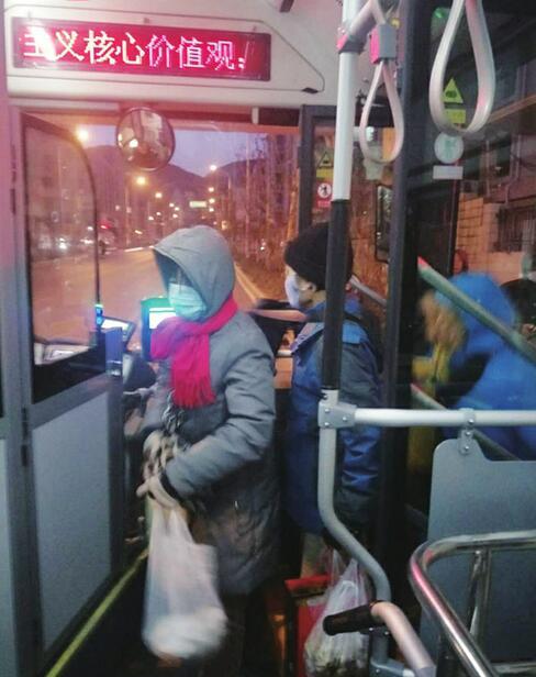 寒冬夜行人——记者体验济南公交首班车