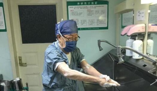 肝胆外科之父退休 从医70余年把近1.6万肝胆病人从死亡边缘拉回
