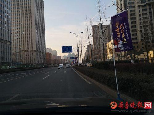 """广告旗""""长""""到快车道了,竟是东部一商场开业宣传"""