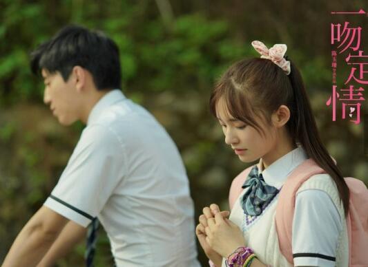"""徐佳莹献唱电影《一吻定情》MV《真的傻》 致每一个曾经和现在""""傻傻爱着""""的人"""