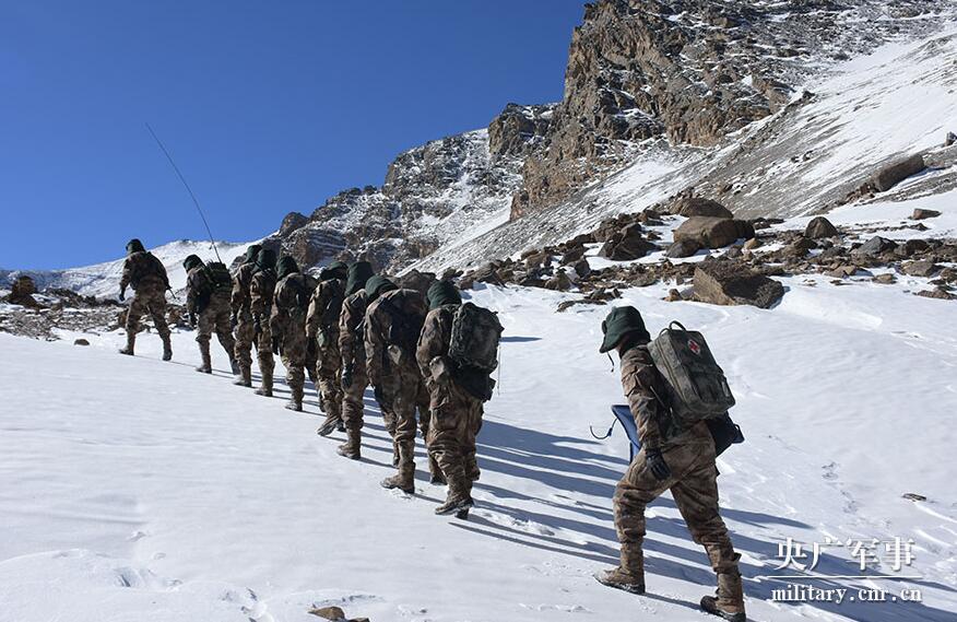 边防军人海拔628温柔的谎言剧情介绍0米巡逻高原冰川:贺岁迎春在云端