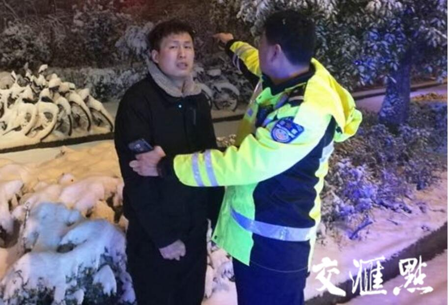 """雪天里的别样风""""警"""",温暖了这个冬天!"""
