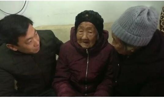 """【暖新闻】刷屏朋友圈的""""105岁妈妈给74岁女儿发红包""""母女找到了!"""
