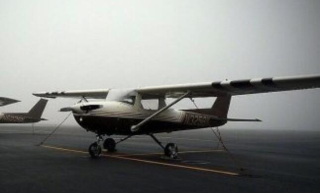 【实拍】惨烈!墨西哥飞机坠毁致2死 飞行约2公里后坠地起火燃烧