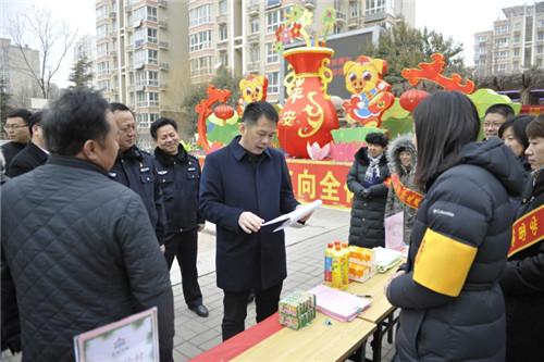 谢兆村察看节日期间食品安全、安全生产和烟花爆竹禁放工作