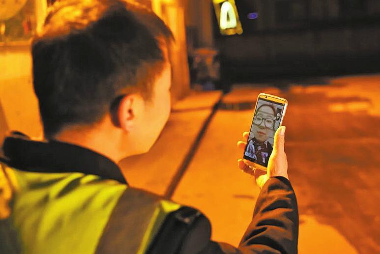 新春走基层:公交安保护场员的春节