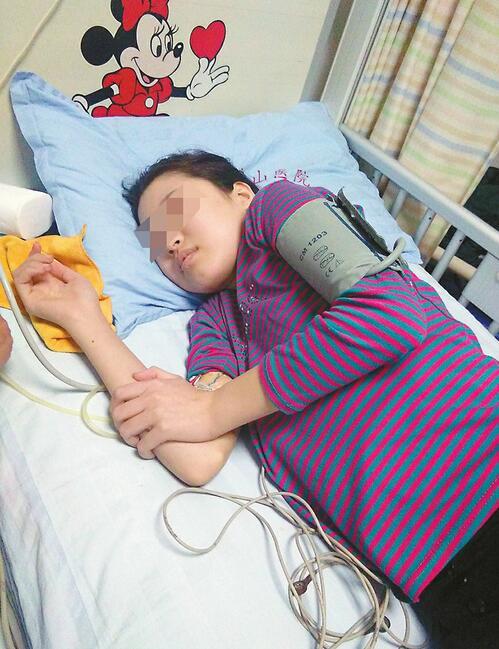 16岁女孩患罕见白血病 养父母一家不离不弃