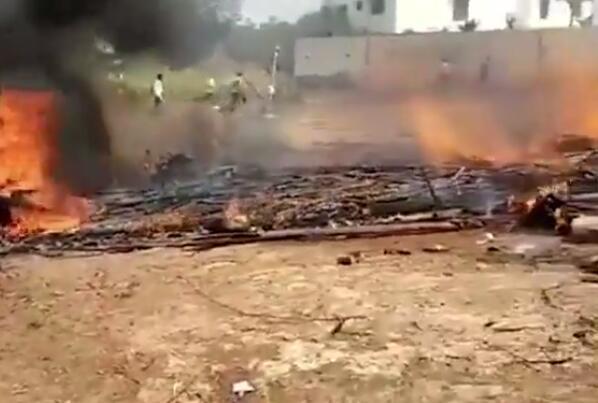 印度飞行表演坠毁 2架飞机在班加罗尔的耶拉汉