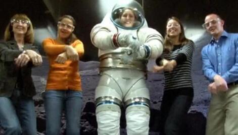 """NASA招搞笑宇航员 担当""""小丑""""角色,一定要有个负责搞笑的"""