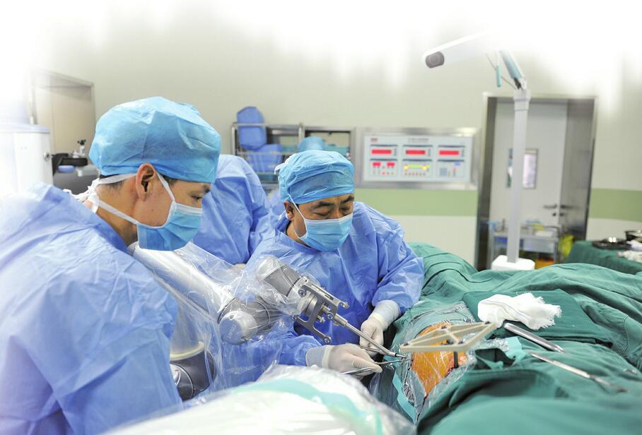 济南多家医院上马智能手术机器人