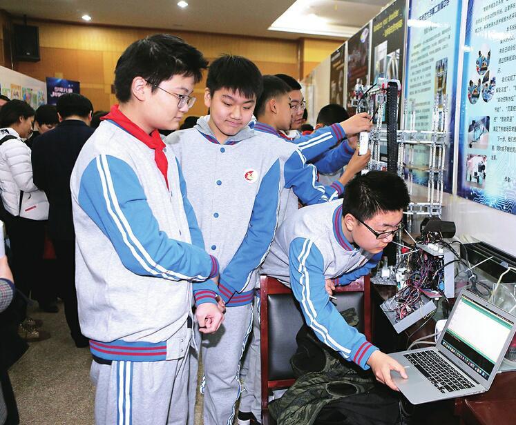 创意无限,脑洞也无限!济南青少年近千件作品参加科技大赛