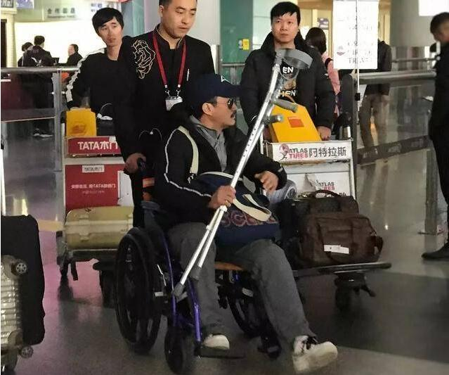 吴京坐轮椅现身具体是什么情况?本尊回应了吗?
