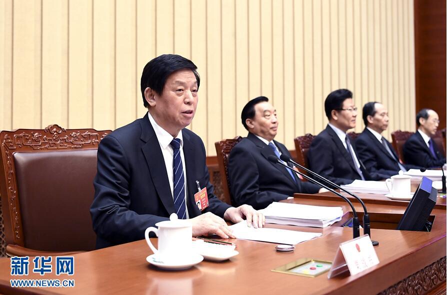 十三届全国人大年夜二次会议主席团举办第三次会议