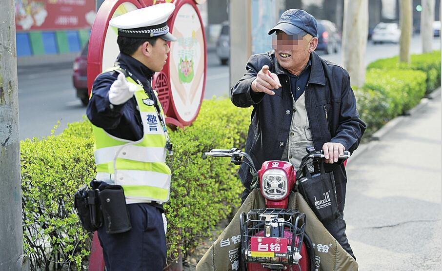 济南交警开展专项整治行动 行人非机动车违法列入全年查处重点