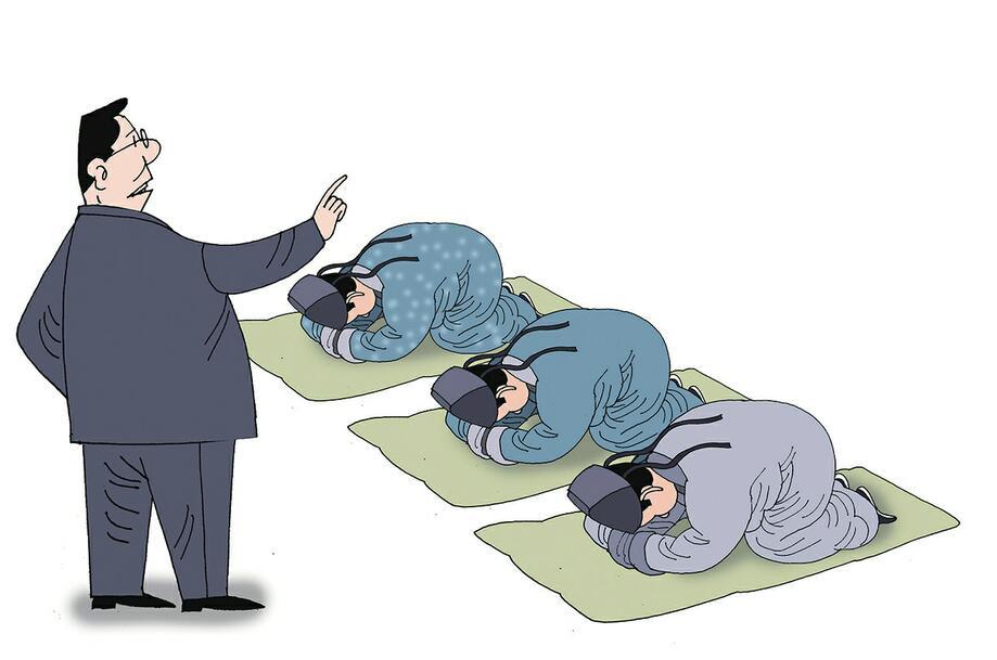 """《厦门日报》报道了厦门工商旅游学校汽车空幼部学生做""""跪拜礼""""一事."""