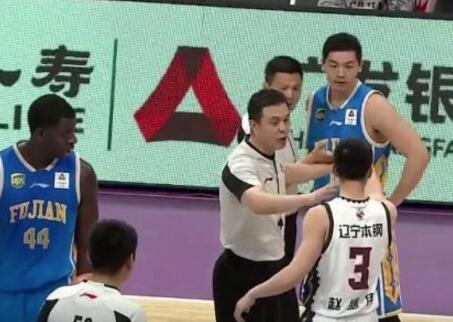 19賽季CBA聯賽1/4決賽 趙繼偉胡瓏貿沖突