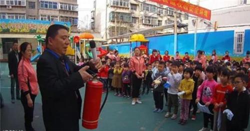 安全从宝宝抓起 洪家楼街道走进幼儿园开展应急疏散演练活动