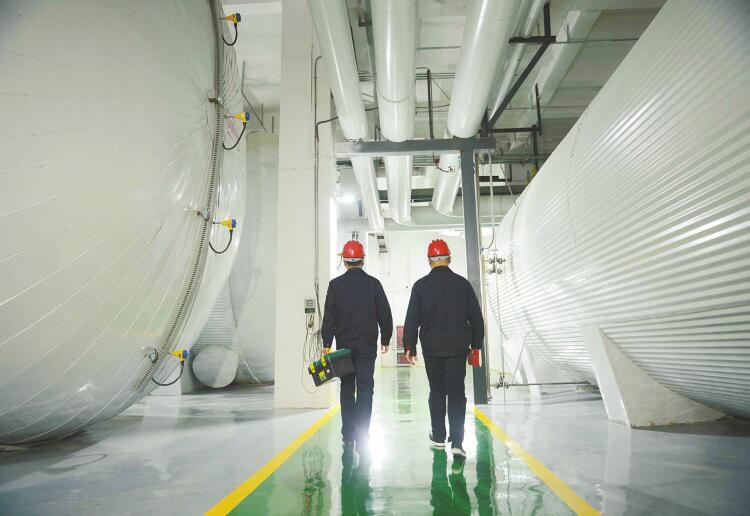 """清洁取暖让济南""""天蓝冬暖"""" 全国首个""""十项全能""""能源站送暖济钢片区"""