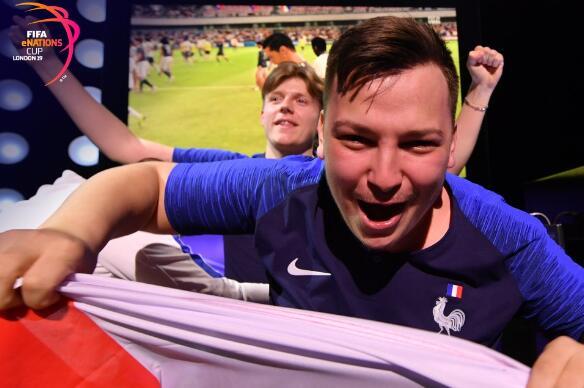 踢球踢得好游戏也不赖!法国选手击败了阿根廷组合 夺得FIFA电竞冠军