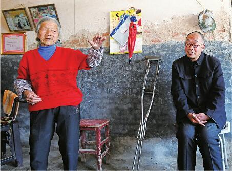 儿子摔伤瘫痪,孙女还要上学…济南91岁老太捡废品撑起家