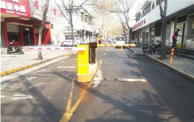 """省媒点赞天桥区工人新村北村:老旧小区请来了""""停车管家"""""""