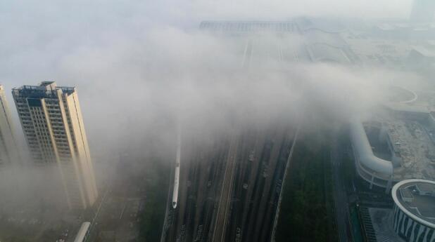 大片来了!济南西部新城出现平流雾美景